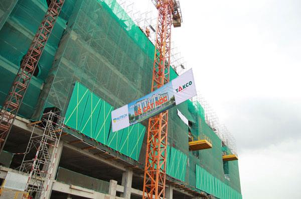Topping-out ceremony of The Hutech Hi-Tech Institute